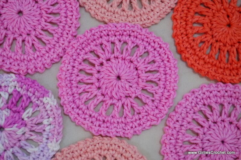 free crochet pattern, yarn, coaster, circle, easy, photo tutorial, for beginners