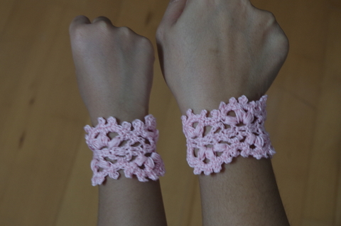 free crochet pattern, easy, bracelet, photo tutorial, for beginners